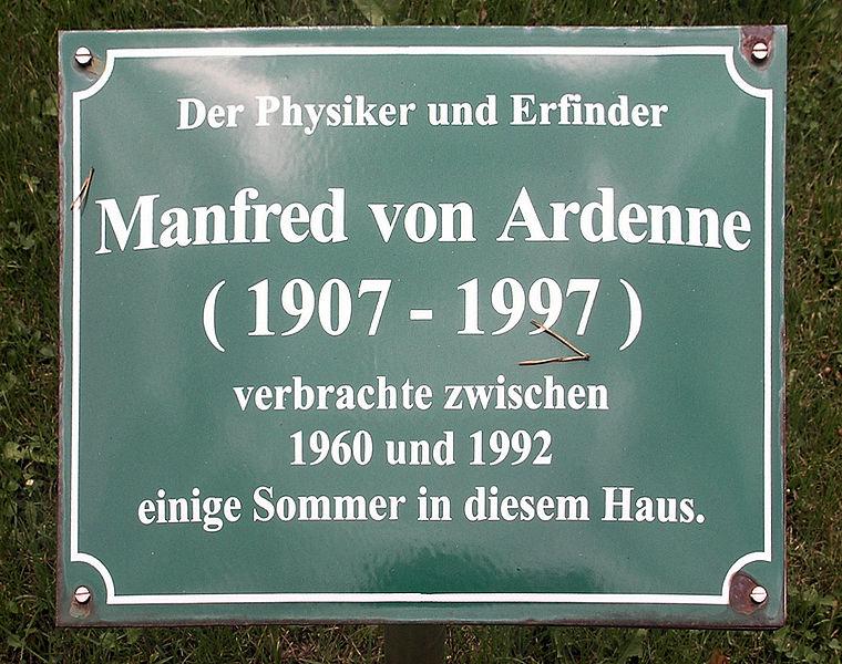 760px-Gedenktafel_Maxim-Gorki-Strasse_39_(Bansin)_Manfred_von_Ardenne