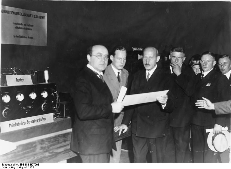 Funkausstellung 1931 Prominente Funksachverständige: von links nach rechts: 1. Prof. Karolas, 2. Manfred v. Ardenne, 3. Dr. Loewe 27219-31